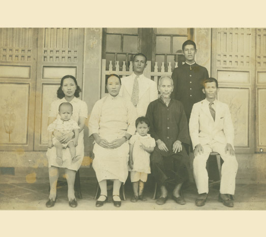 1943: A family photo taken as he heads to Japan to study at Kyoto Imperial University.