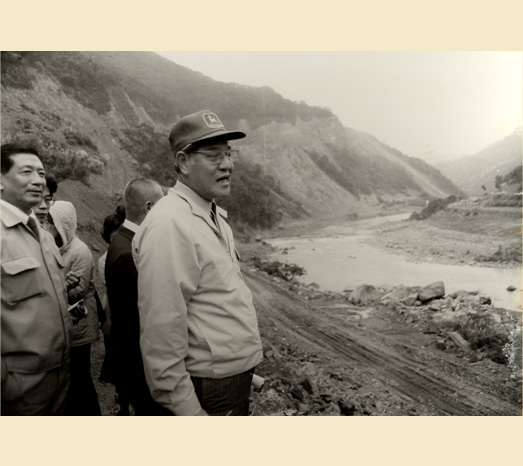 Jul. 1, 1981: Construction begins on the Feitsui Reservoir, a major project approved during Lee's term as mayor of Taipei.