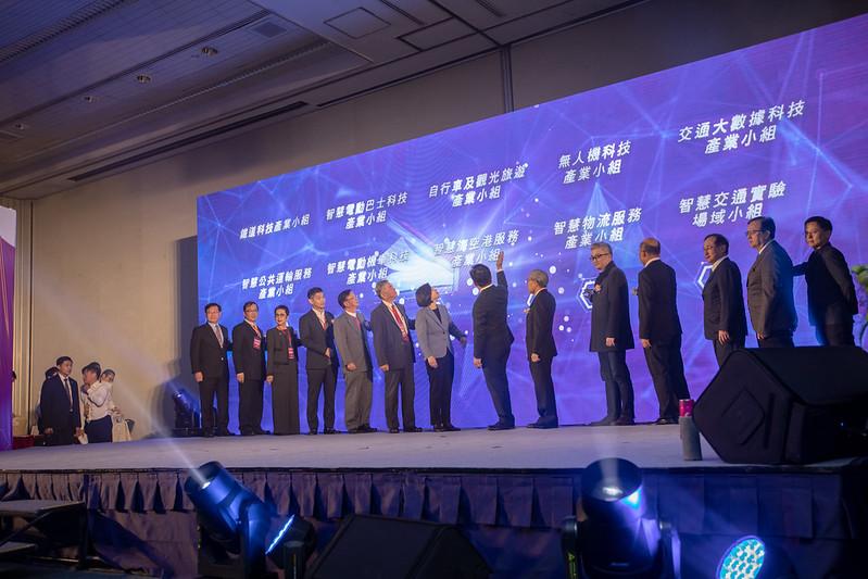 總統祝福會議圓滿成功,也與現場貴賓一同進行啟動儀式
