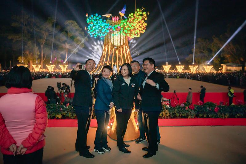 今(8)日是元宵節,蔡英文總統晚間出席「2020臺灣燈會在臺中」開燈典禮