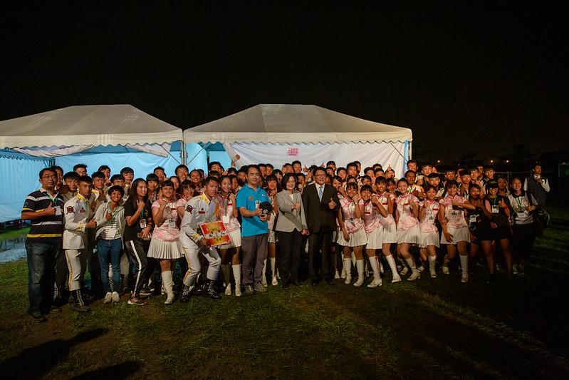 總統出席「108年國慶焰火晚會在屏東」 ,並合影