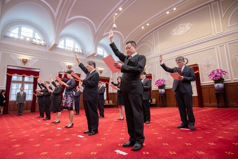 新任行政院、司法院、考試院及監察院政務人員宣誓典禮,宣誓人宣讀誓詞