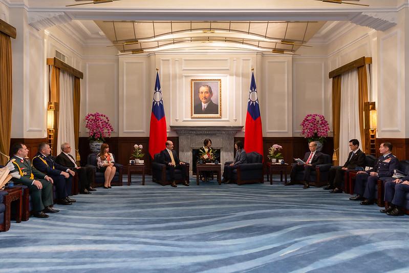 總統接見「巴拉圭國防部長索多伉儷」,並相互交流