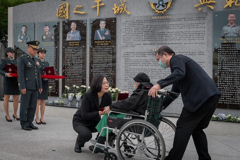 蔡英文總統今(29)日上午出席「0102殉職將士紀念專區啟用典禮」