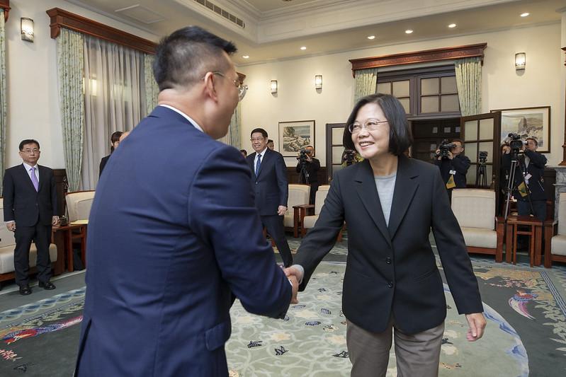 總統接見「新加坡駐臺北商務辦事處黃偉權代表」