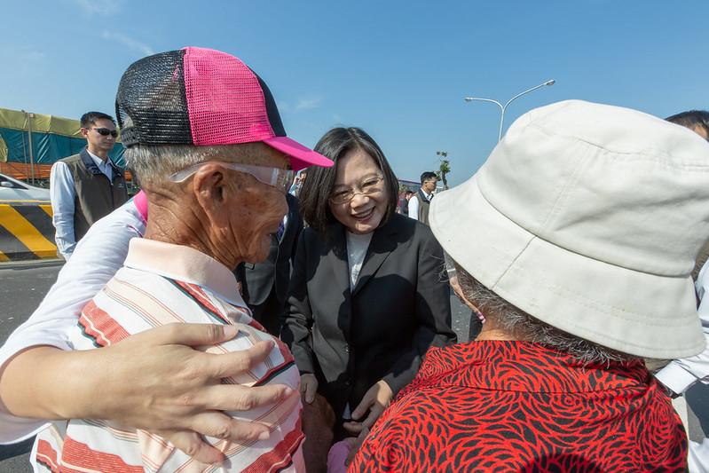 蔡英文總統今(2)日上午前往臺南出席「『海尾寮橋』改建工程啟用典禮」