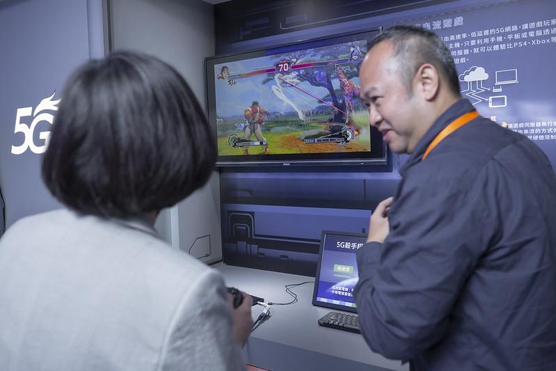 總統出席「中華電信5G試驗與培訓場域應用展示活動」