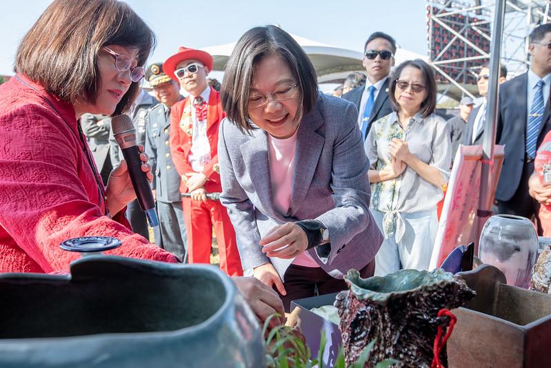 總統出席「中科院50周年院慶活動」,並參觀社團攤位