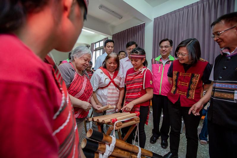 總統訪視新竹縣梅花文化健康站