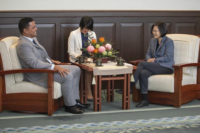 總統接見「吐瓦魯國外交部長柯飛伉儷」,並相互交流