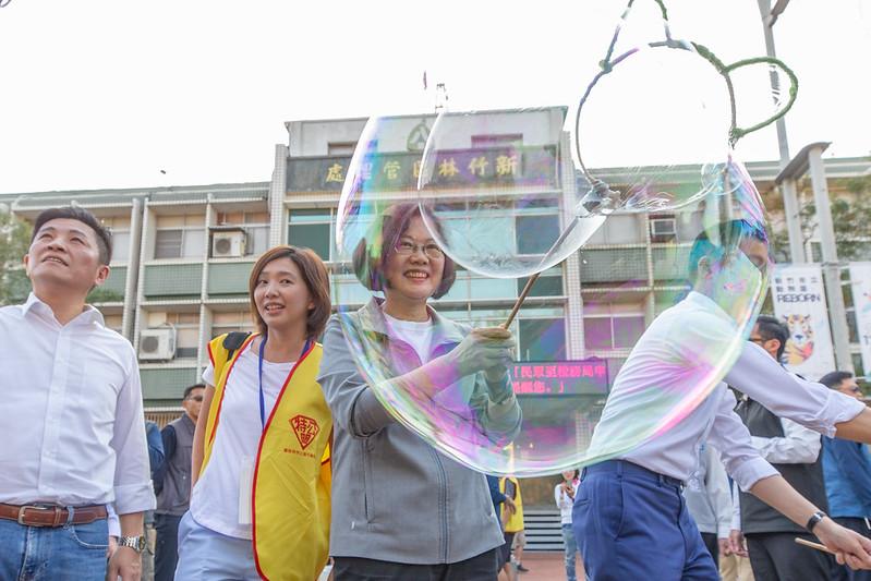 蔡英文總統今(30)日下午前往新竹市出席「上街玩耍吧」