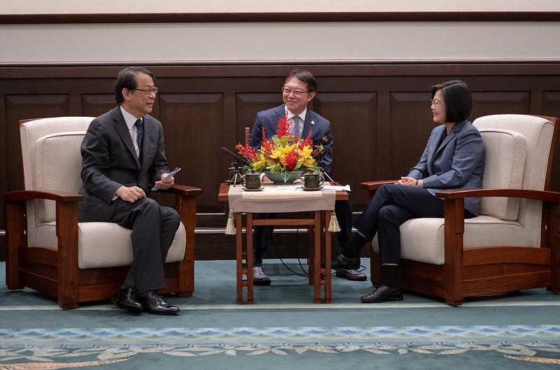 總統接見「日本台灣交流協會台北事務所新任代表泉裕泰」,期待未來跟泉裕泰代表攜手合作,繼續強化臺日的夥伴關係。