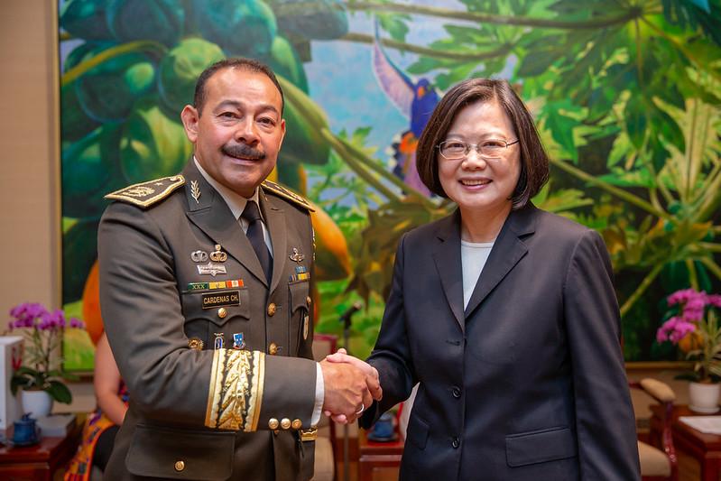 總統接見「108年國防大學國際高階將領班第14期學員」,表示不論是政府或民間的交流,臺灣都和學員們的國家建立了深厚的情誼