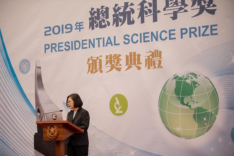總統出席「2019年總統科學獎」頒獎典禮表示,科學獎得主讓科技造福人類、推進世界發展 是臺灣人的榮耀與典範