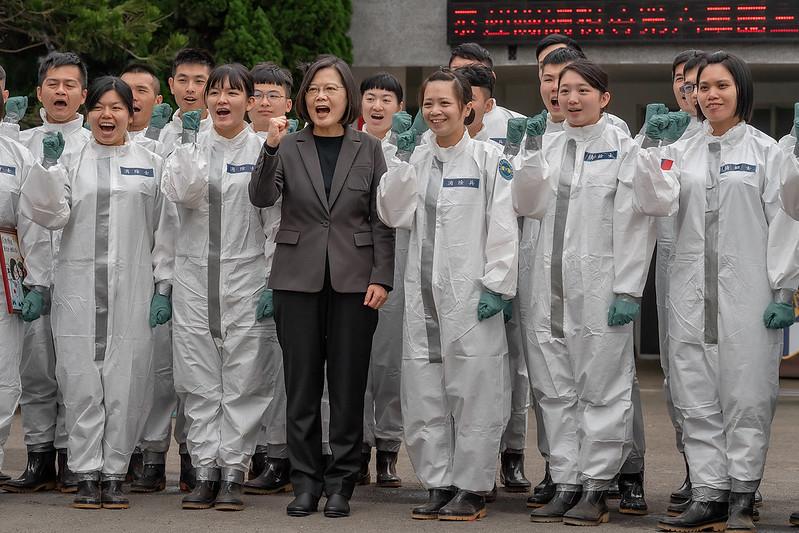 總統視導「陸軍第33化學兵群防疫整備」,感謝國軍弟兄姐妹在防疫工作上的辛勞付出