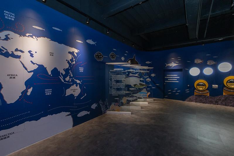 總統抵達後,首先參觀「釣魚故事館」,了解古今中外的釣魚歷史、釣具種類及釣魚方式