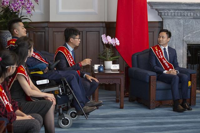蔡英文總統今(23)日上午接見「第57屆十大傑出青年當選人」