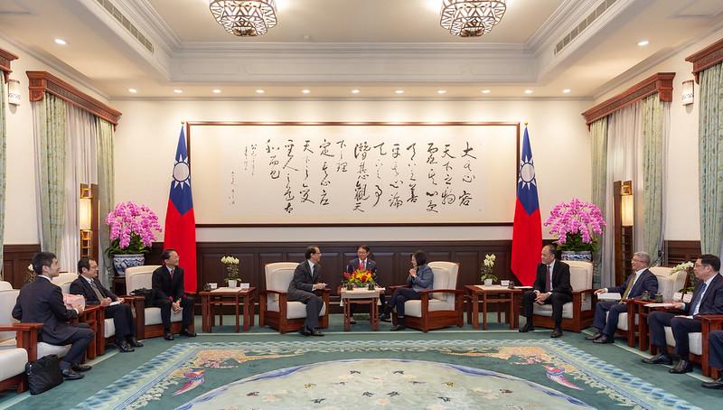 總統接見「日本台灣交流協會台北事務所新任代表泉裕泰」