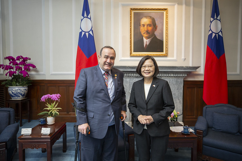 總統接見「瓜地馬拉共和國總統當選人賈麥岱訪團」