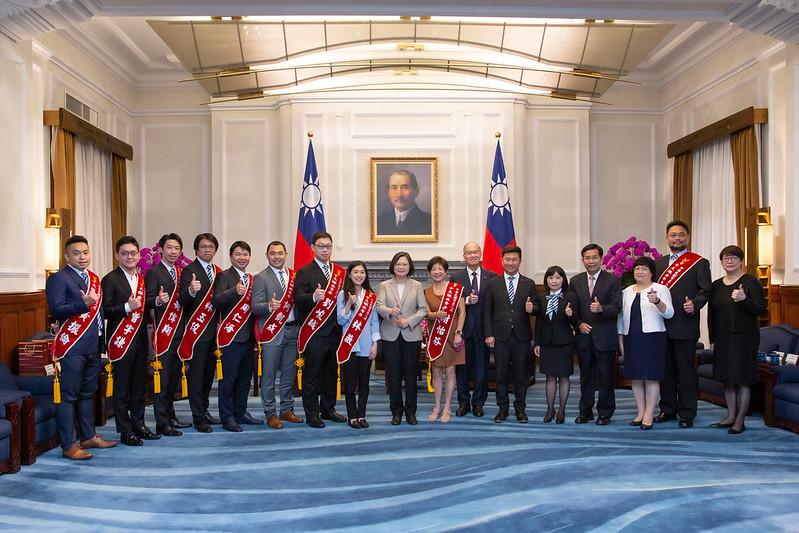 蔡英文總統接見「第58屆十大傑出青年當選人暨國際青年」