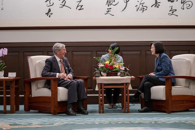 總統接見「2019年英國國會議員訪臺團」,並相互交流