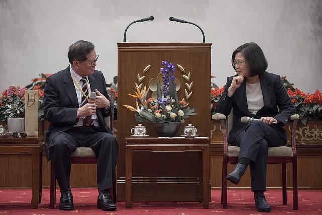 總統接見「2017第十三屆國際傑出發明家獎」國內得獎人,聆聽吳國俊總會長對台灣鼓勵創新獎助政策的建言