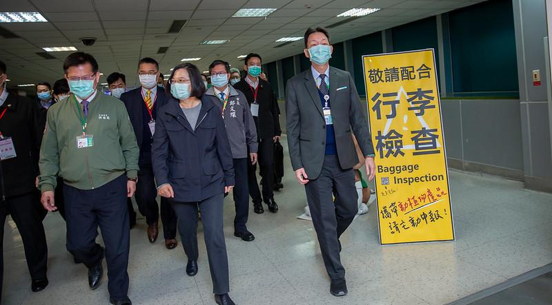 蔡英文總統今(7)日上午視察桃園機場海關防疫措施