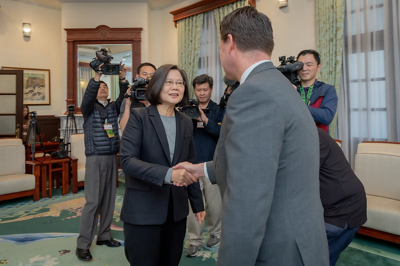 總統接見「2049計畫研究所」主席、美國國防部前印太安全事務助理部長薛瑞福,並感謝美國對於臺灣參與WHO的支持和協助