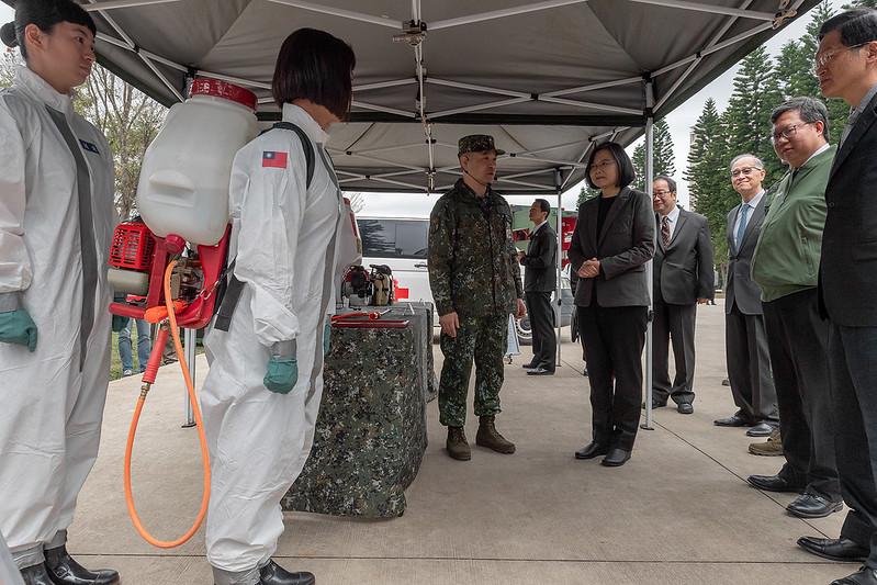 總統視導「陸軍第33化學兵群防疫整備」,並聽取防疫整備簡報