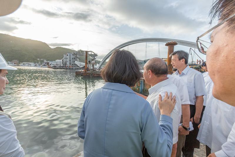 總統視察宜蘭南方澳跨港大橋崩塌搜救進度