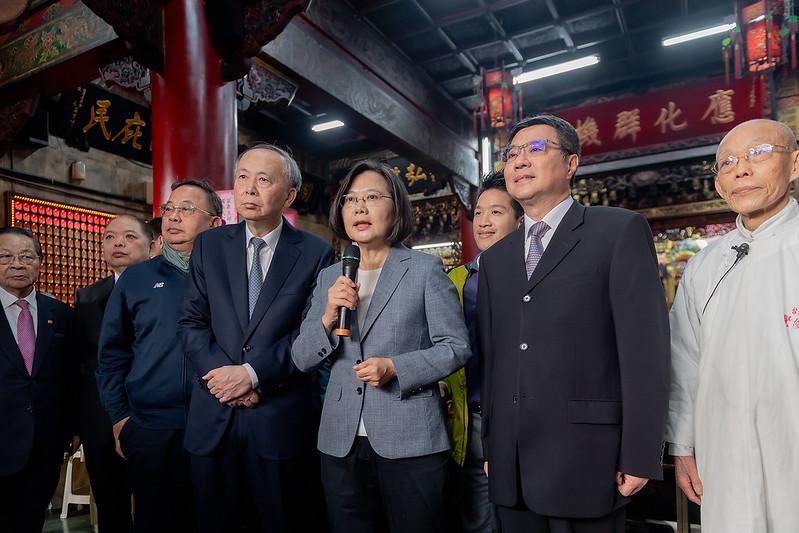 總統前往臺北、新北、桃園及宜蘭等地廟宇發放福袋,並致詞