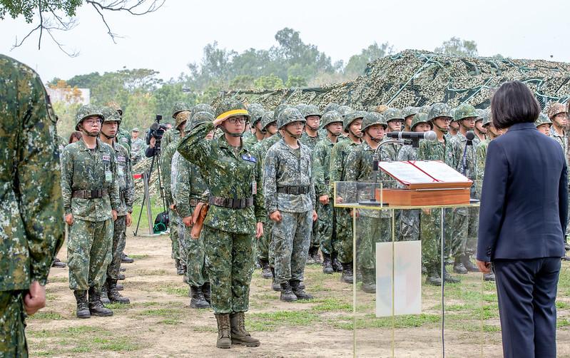 總統視導「陸軍步兵203旅『防疫整備』」,感謝國軍在這段時間以來,戮力完成防疫作戰任務