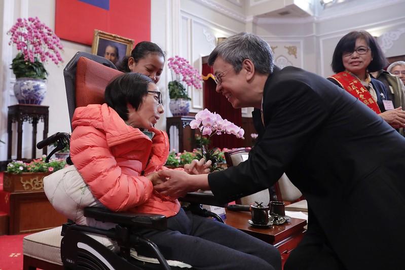 副總統接見第22屆「大愛獎」得獎人及其身心障礙子弟,期望社會大眾對於身心障礙者能有更多理解,共同創造更加友善無障礙的社會環境