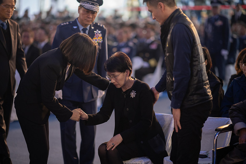 總統追頒「0102」殉職將士勳獎章、追晉官階及頒贈褒揚令