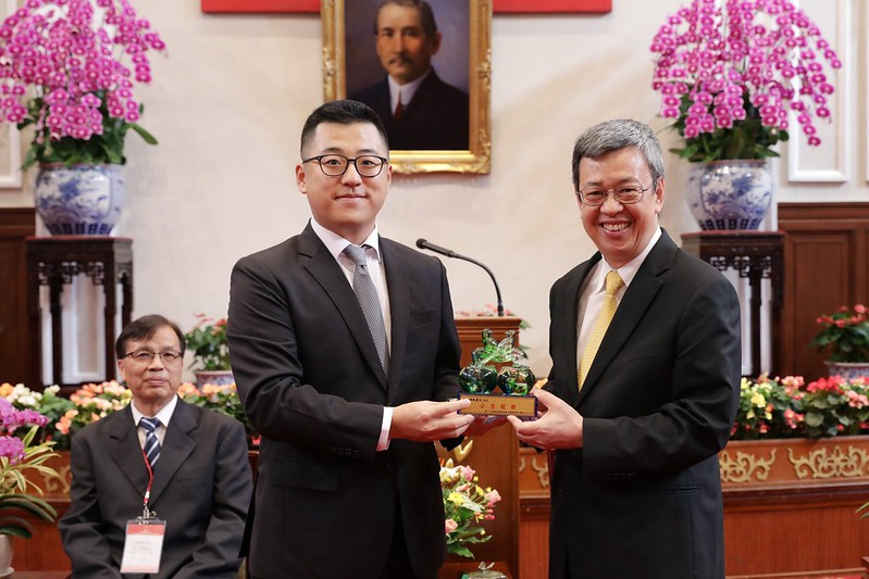 副總統接見「第20屆國家建築金獎暨108年度台灣誠信品牌」獲獎單位代表,並頒獎予獲獎單位