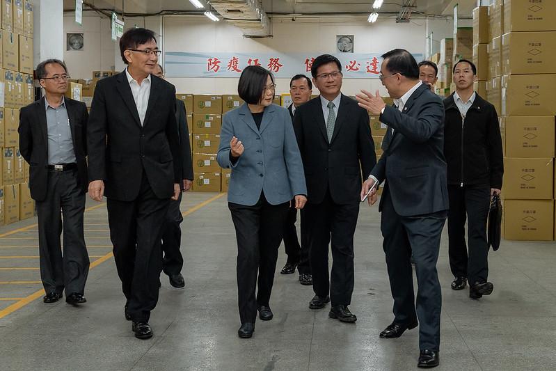 總統視察中華郵政公司防疫物資儲存、倉管及配送作業
