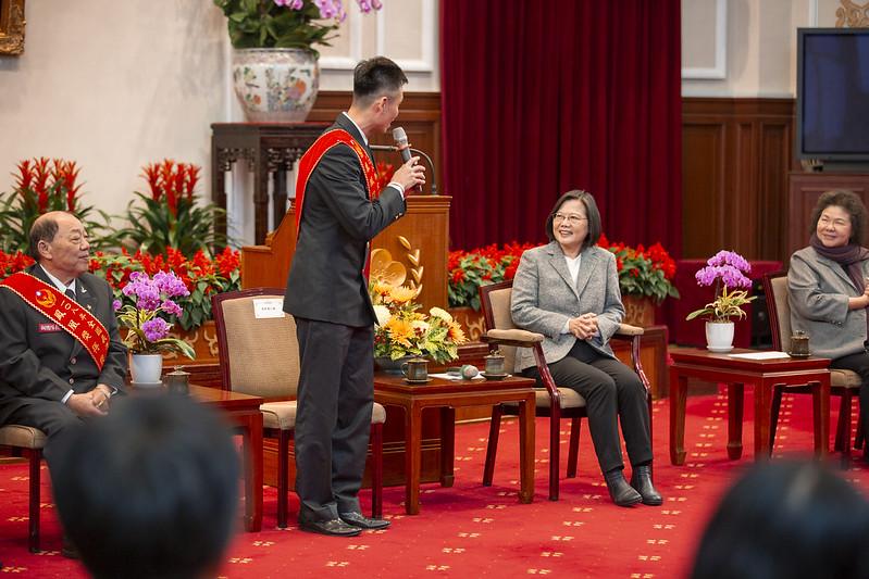蔡英文總統今(15)日上午接見108年「鳳凰獎」楷模得獎人