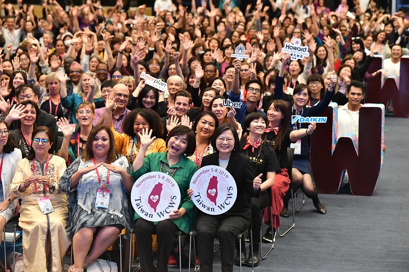 總統出席「第四屆世界婦女庇護安置大會」,並合影