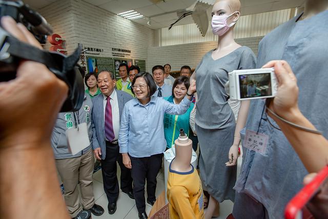 總統參訪「康那香不織布創意王國」