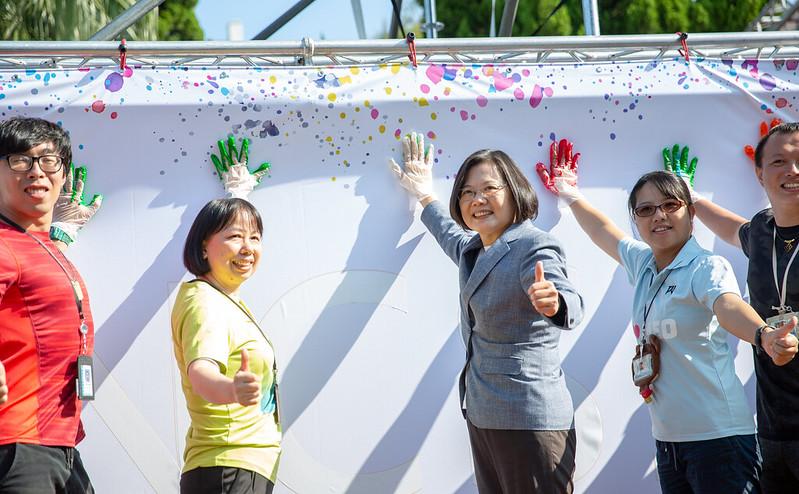 總統出席「中科院50周年院慶活動」,並參與中科院「攜手同心-手印牆活動」