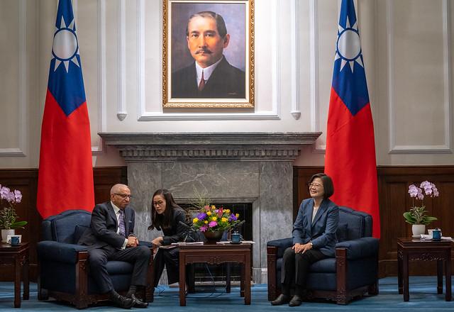 總統接見「國際半導體產業協會與臺灣半導體產業協會董監事及國內外半導體企業代表」,並相互交流