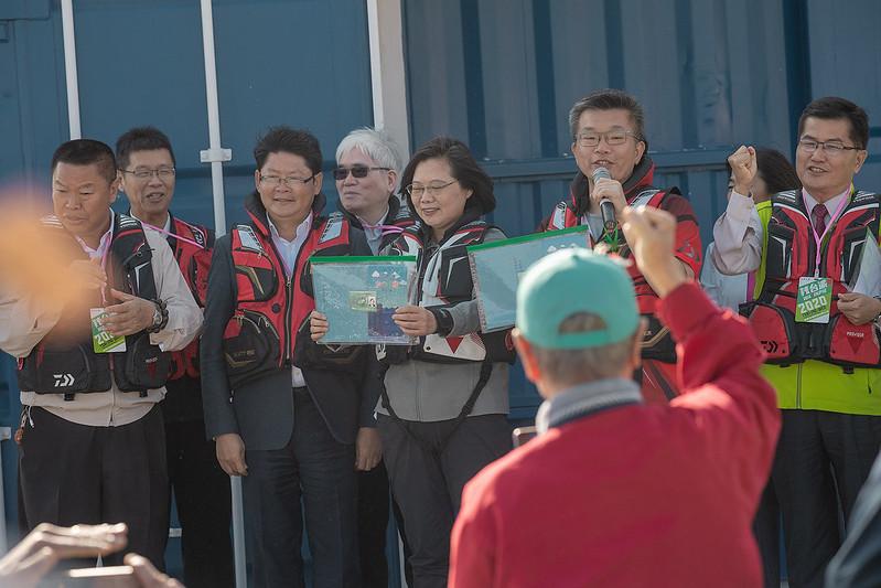 總統視察「臺中港北防波堤海釣示範區」