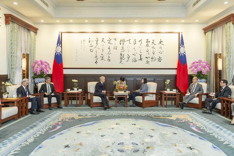 總統接見「布魯金斯研究院臺灣講座卜睿哲博士」,感謝美國國會跨黨派支持「臺北法案」