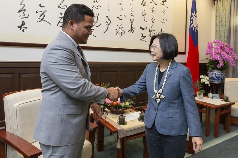 總統接見「吐瓦魯國外交部長柯飛伉儷」