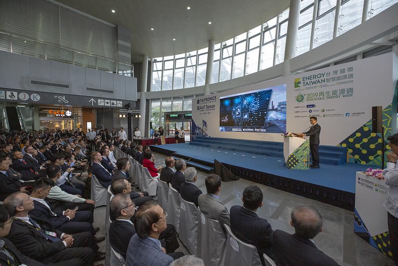 蔡英文總統今(16)日上午出席「臺北國際電子產業科技展、臺灣國際人工智慧暨物聯網展、臺灣國際智慧能源週聯合開幕典禮」