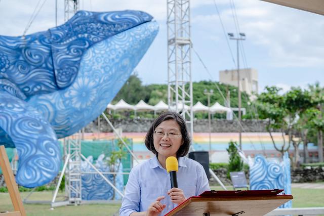總統參觀「國際海灣燈光節燈區」,並致詞