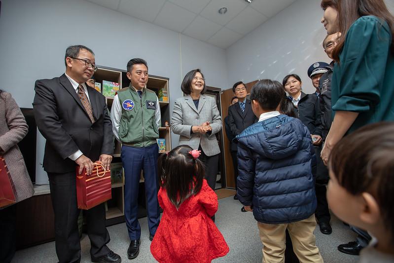 總統主持「新竹空軍基地興安專案新建營舍啟用典禮」,並視導空勤寢室生活區