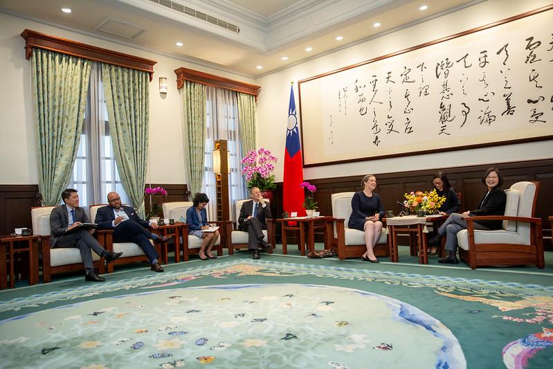 總統接見「美國國務院主管澳洲、紐西蘭及太平洋島國事務副助卿暨APEC資深官員孫曉雅訪問團」,重申臺灣願意全力與美國以及其他理念相近國家加強合作