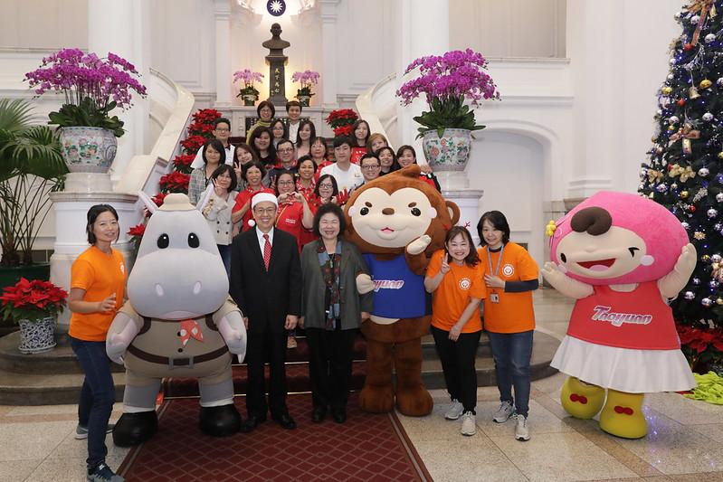 副總統與參與「2019耶誕感恩活動」演出人員合影