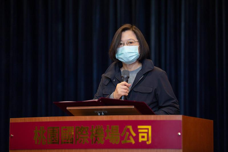 總統視察桃園機場海關防疫措施,並致詞